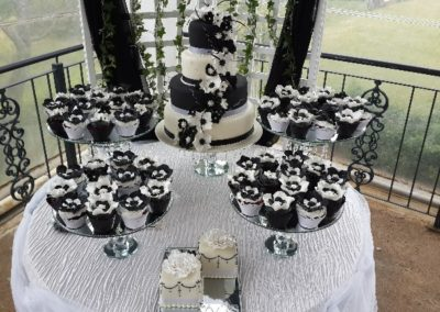 Cakes Devine -Black & White Wedding Cake