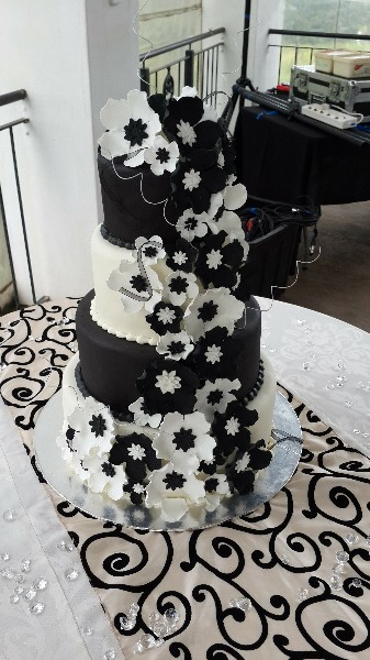 Cakes Devine - Black and White Flower Wedding Cake